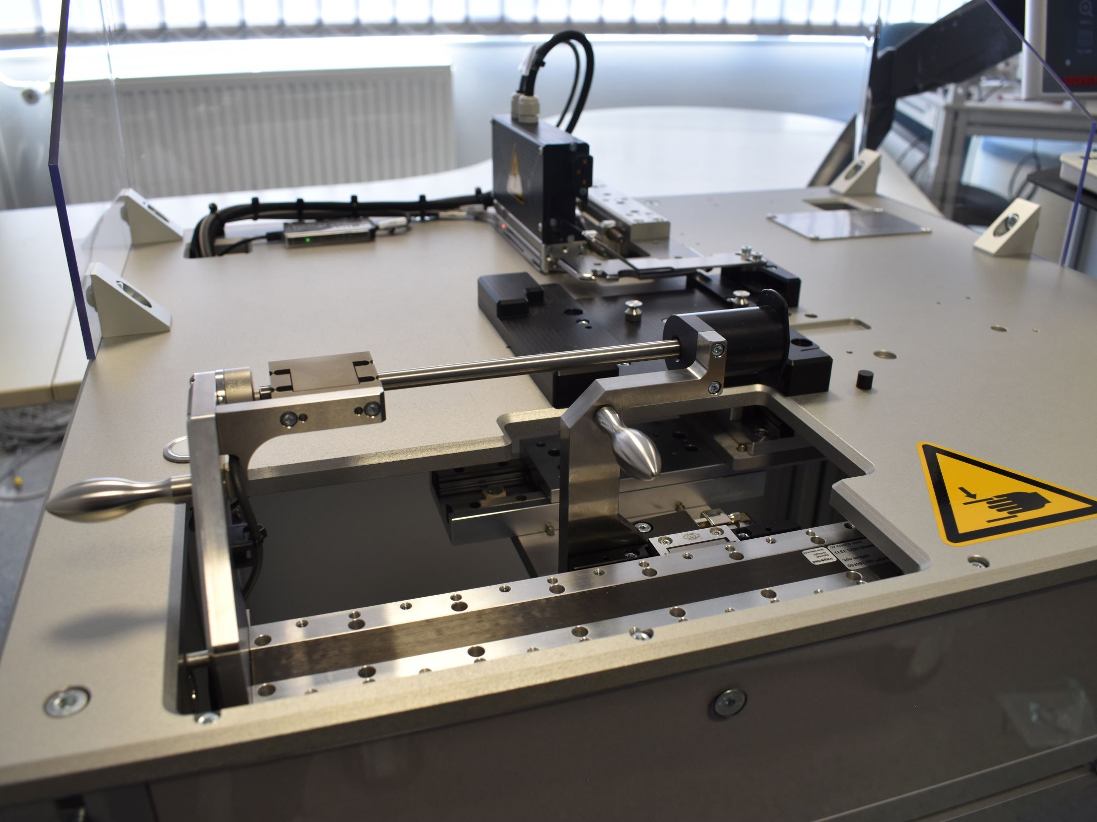 Linearity tester for syringe pushers